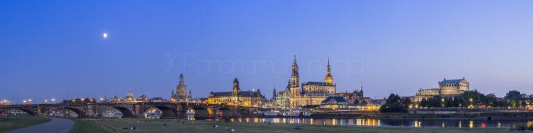 Dresden Skyline zur blauen Stunde