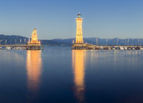 Hafeneinfahrt Lindau zur blauen Stunde