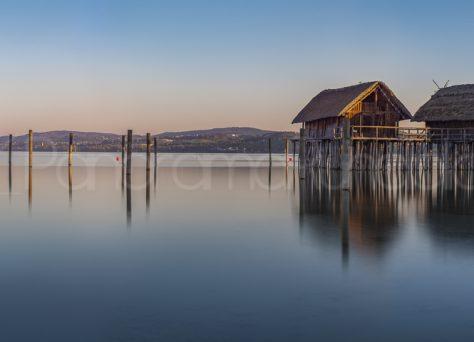 Pfahlbauten im Morgenlicht , Unteruhldingen, Bodensee